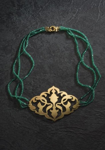 CH120 - Necklace made of green onyx and a gold plated pendant made of bronze