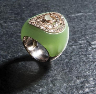 CH130 - Ring made of sterling silver with quartz stone of green color and zircon