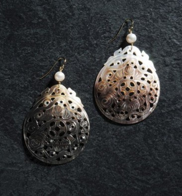 CH168 Earrings made of shell and pearls
