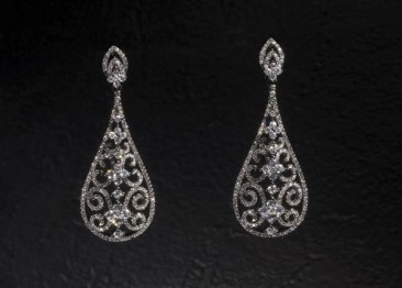 CH225 Earrings made of sterling silver with black rhodium and zircon